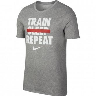 Pánské tričko Nike  DRY TEE VERB Train Repeat Gray