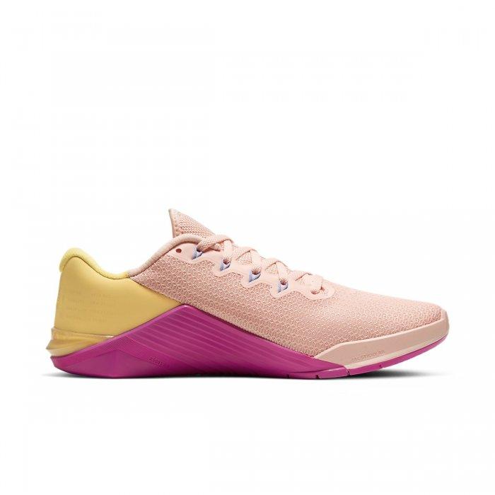 Dámské boty Nike Metcon 5 - Broskvová / růžová