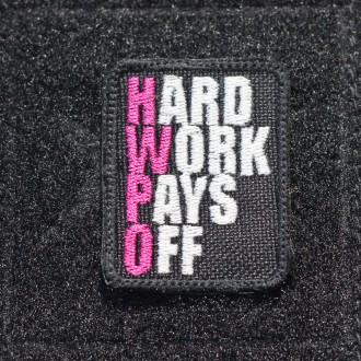 Nášivka Hard work pays off (HWPO) růžová - malá